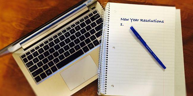 Faites vos nouvelles résolutions de l`année travaillent avec des outils super 9+