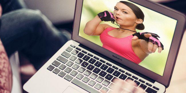 Comment se mettre en forme avec le droit entraîneur personnel en ligne