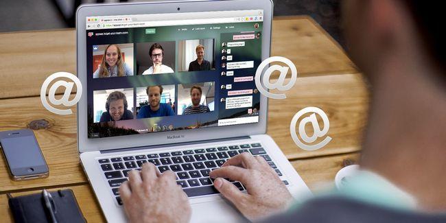 Comment inviter quelqu`un à une conférence vidéo par e-mail