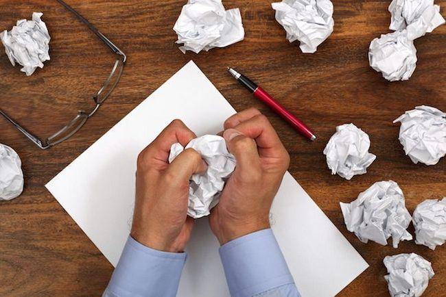 mains pané écriture papier