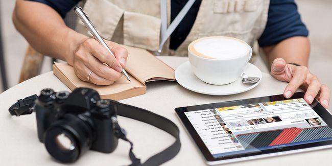 Les journalistes devraient utiliser ou ignorer les médias sociaux? Deux exemples pour penser