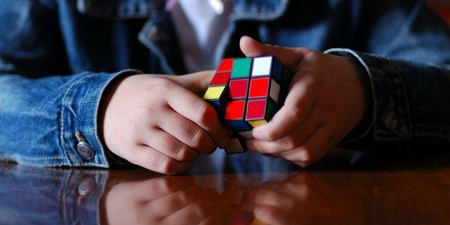 Quelle est la meilleure façon de résoudre le cube rubik?