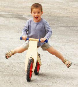 детский беговой велосипед
