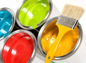 Кисти и краски подойдут для работы с небольшими поверхностями.
