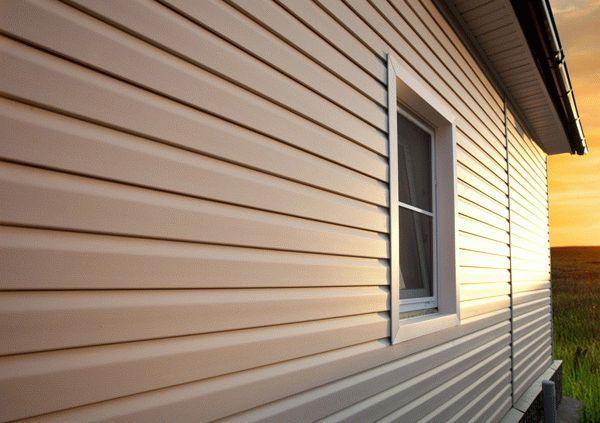 Как сделать отделку сайдингом деревянного дома своими руками
