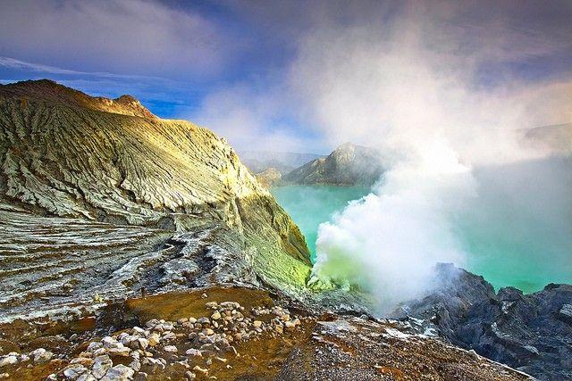 Вулкан кава иджен, индонезия