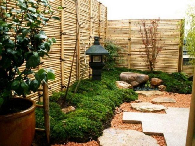 Японский сад, создающий всем посетителям весеннее настроение.