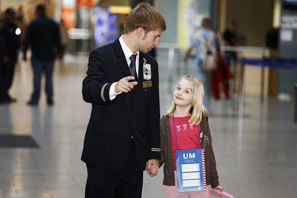услуга сопровождения детей при полете на самолете